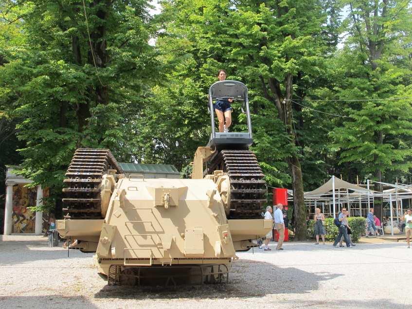 V Biennale tank