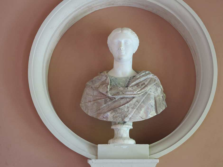 Stourhead, Temple of Flora, marble bust