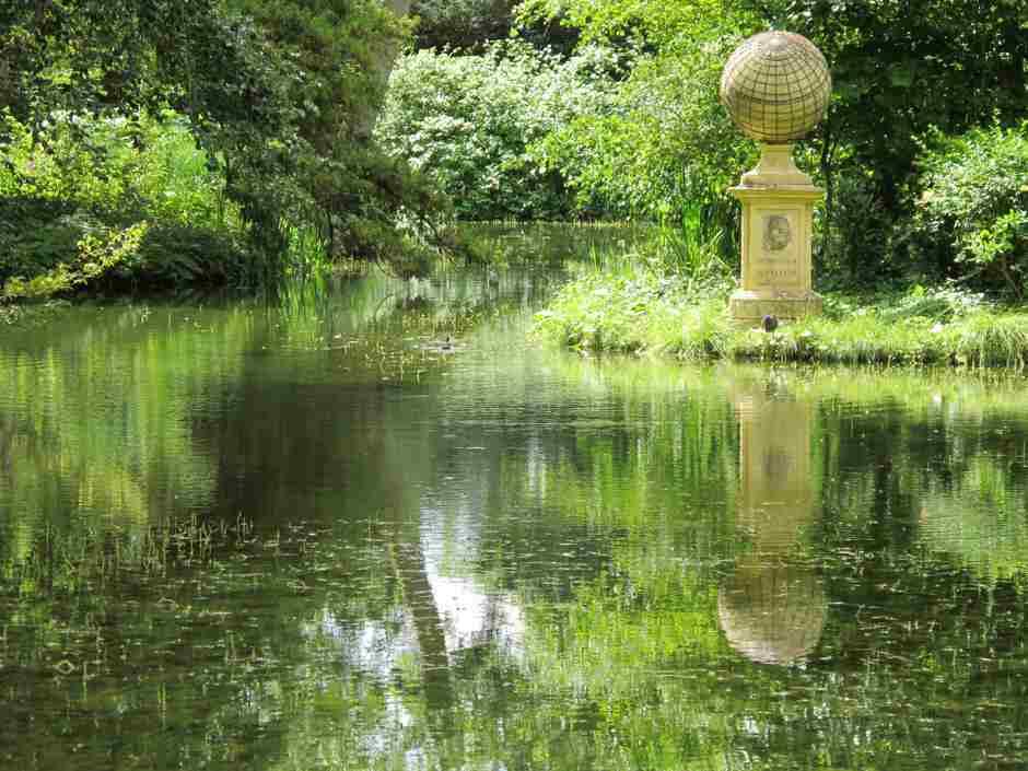 Stowe , Captain Cook's memorial