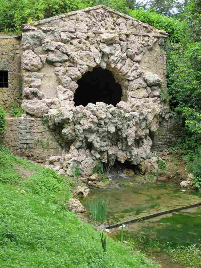 Stowe, grotto