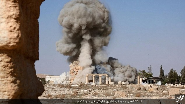 Palmyra, temple being destroyed